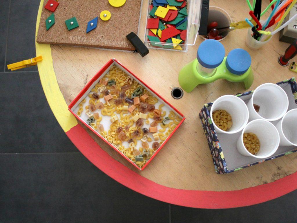 Spieltisch Selber Bauen diy spieltisch nach montessori metterschling maulwurfn
