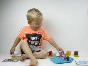 metterschlingundmaulwufn_smart Games_denkspiel_einschulung_kinder_rätsel_lösung_finden_auto_schweinchen (3)