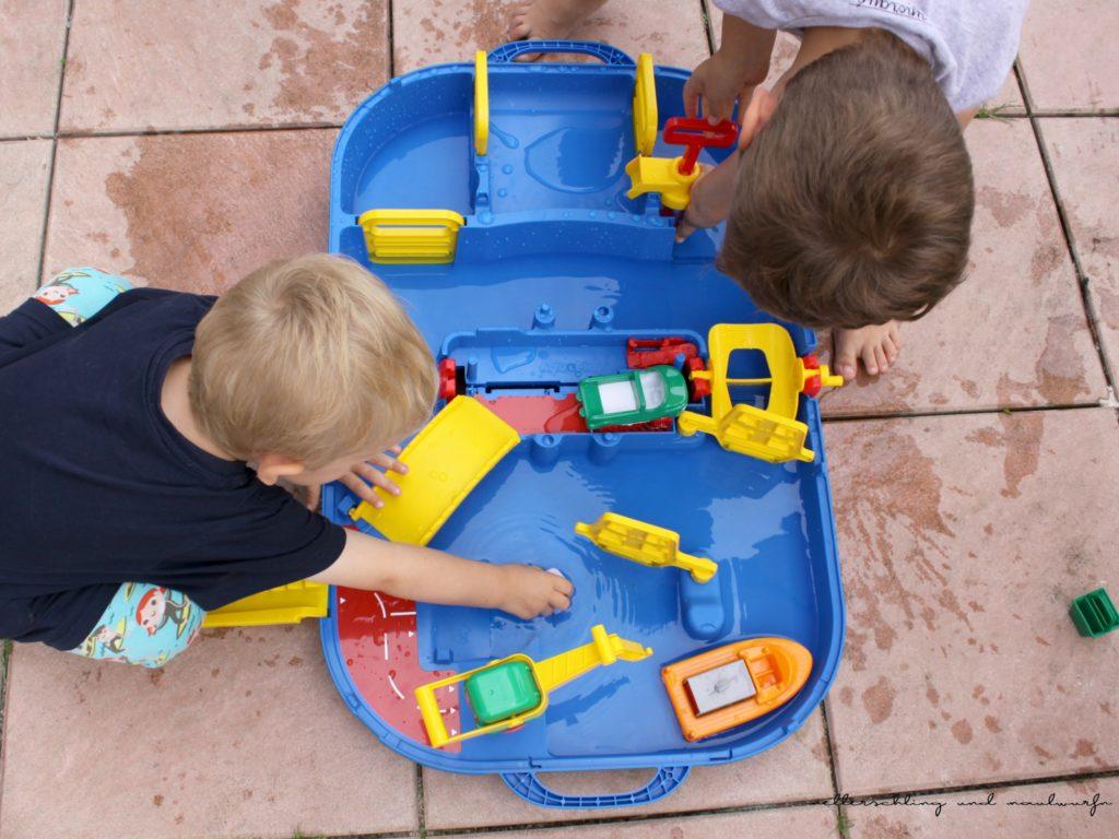metterschlingundmaulwurfn_familienblog_Aqua Play Lock Box - Wasserpielzeug_test_erfahrung (1)