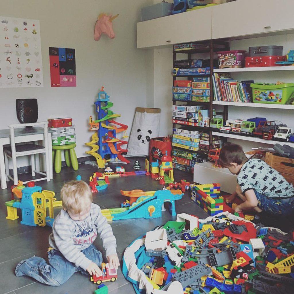 spiel und kinderzimmer renovieren einrichten tipps gegen das chaos mum lifestyle blog. Black Bedroom Furniture Sets. Home Design Ideas